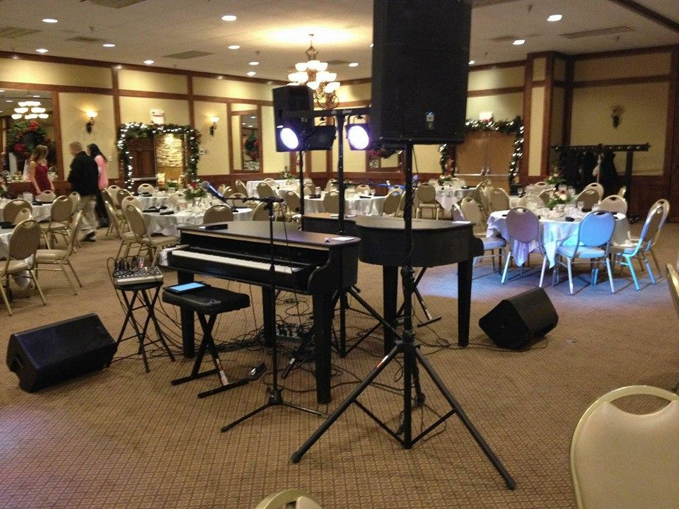North Dakota Dueling Pianos Wedding Performance
